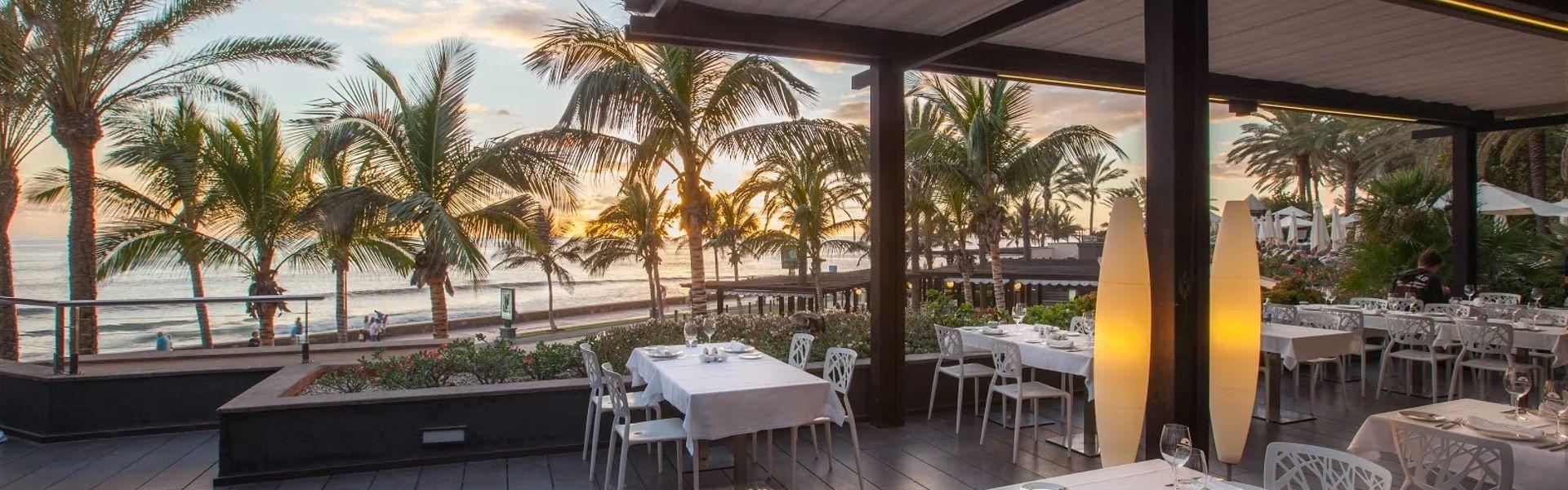GoldFish Beach Club Bar - Lopesan Costa Bavaro